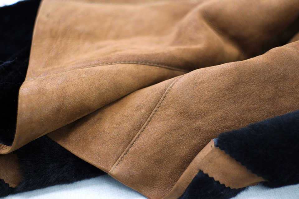 leather oiling